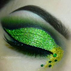 Happy St. Patrick's day and Happy 1 year anniversary to backtomakeup ____________________ Details: brows are @anastasiabeverlyhills Dipbrow in medium brown I used the black from my @makeupforeverofficial flash color case and Noir eyeshadow from ABH in the crease @nakedcosmetics EB-03 from the ebony stack in the crease and IV-05 from the Ivory stack to highlight the green shadows are all from my @viseart 08 editorial palette green pressed glitter in Moss and gold pressed glitter in Bitch...