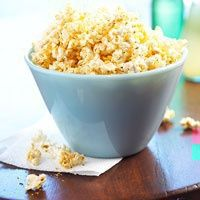 Light & Fresh Picnic Recipe - Italian Popcorn: Spice up your picnic with a few handfuls of this low-fat treat, flavored by a sprinkling of Parmesan cheese and Italian seasoning. Healthy Picnic Foods, Healthy Snacks, Healthy Eating, Healthy Recipes, Ww Recipes, Italian Recipes, Snack Recipes, Picnic Recipes, Recipes