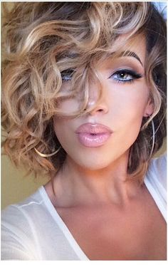 Hair details: My hair stylist is Angela Galinetti she got me from box dye black Curly Hair Cuts, Short Curly Hair, Short Hair Cuts, Curly Hair Styles, Curly Bob, Macadamia Hair Products, Black Hair Dye, Pelo Natural, Great Hair