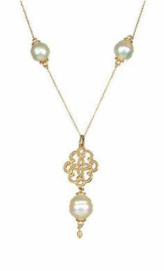 Collar de la estación de oro de 14 quilates de 18 pulgadas con medallón etrusca de inspiración y soltar perlas con un 12 mm del Mar del Sur perla del círculo y cuatro 10 mm del Mar del Sur Círculo perlas (no se muestra), $ 2,100 ; Stuller , Lafayette, Luisiana, 800-877-7777 ; stuller.com Awards 2013 Joyeros ': Los Ganadores
