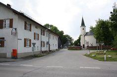Alter Ortskern Daglfing mit Kirche und Friedhof.  http://de.wikipedia.org/wiki/Daglfing