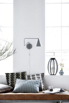 Finezyjna i lekka stylistyka lampy ściennej GAME sprawia, że lampa prawie jak nowoczesna rzeźba