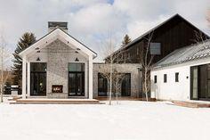 45+ Modern Farmhouse Exterior Design Ideas #farmhouse #farmhouseexterior #farmhouseexteriordesign