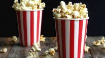 Dill Pickle Popcorn-I have t tried the dill pickle chips but I can't trust myself around salt and vinegar chips, so I'm pretty sure I'd love them. And this popcorn! This sounds Delish Popcorn Snacks, Flavored Popcorn, Popcorn Toppings, Gourmet Popcorn, Appetizer Recipes, Snack Recipes, Cooking Recipes, Appetizers, Appetizer Ideas