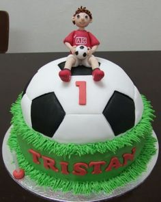 Soccer Cake idea for Baby Cole Football Birthday Cake, Sports Birthday, Birthday Fun, Football Cakes, Football Football, Football Field, Cake Birthday, Birthday Ideas, Soccer Ball Cake