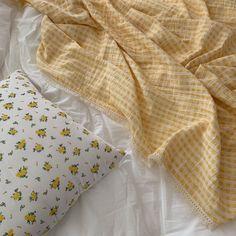 Yellow Aesthetic Pastel, Aesthetic Colors, Pastel Yellow, Shades Of Yellow, Mellow Yellow, Aesthetic Photo, Aesthetic Pictures, Photography Aesthetic, Beige Aesthetic