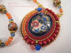 Außergewöhnliche Halskette mit Perlenstickerei von BeadFizz auf Etsy