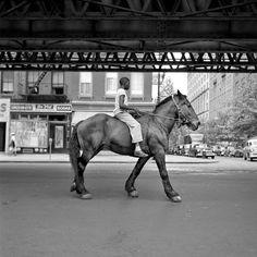 New York, NY - Street photos by Vivian Maier. One of multiple galleries on the official Vivian Maier website. Photos Black And White, Black And White Photography, Robert Doisneau, New York Street, New York City, Chicago Street, Photo New York, Ville New York, Foto Art