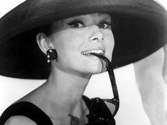 audrey hepburn | La Cinemateca en el Montañés. Audrey Hepburn, Pasolini y Ciencia ...