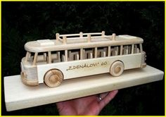 Autobusy hračky ze dreva