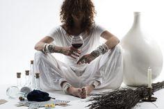 L'incanto di trasformare in realtà l'idea di un'emozione da indossare.   fotografia: http://andreazortea.it/