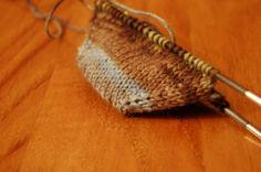 1840.- Calcetineando (o cómo tejer calcetines) desde la puntera hasta el elástico