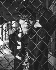 """[임팩트] 2016.11.11 AM00:00 IMFACT 2nd SINGLE ALBUM '斑爛(반란)' PHOTO #6 (제업 - JEUP) << Instant first thought when I saw this.. """"GDAM where are my wirecutters??"""""""