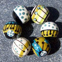 Set di perle di vetro Murano fatte a mano MruMru. di magdalenaruiz su Etsy https://www.etsy.com/it/listing/79615885/set-di-perle-di-vetro-murano-fatte-a