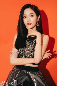 Beautiful Chinese Girl, Pretty Woman, Pop Crush, Xuan Yi, Crazy Outfits, Cosmic Girls, Kpop Girl Groups, Chinese Style, Asian Woman