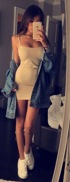 Madison Beer Fashion   Tight dress + oversized denim jacket + white shoes
