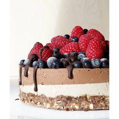 Chocolate And Vanilla Raw Cake