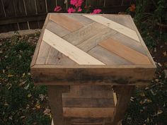 Custom upcycled pallet wood puzzle top table. More pallet patio, gardening, DIY furniture ideas and inspiration at http://pinterest.com/wineinajug/passion-for-pallets/