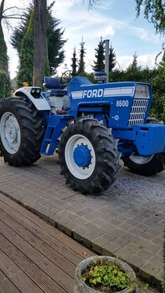 Picture of a Ford - Tractor picture. Old John Deere Tractors, Big Tractors, Ford Tractors, Vintage Tractors, Tractor Data, Tractor Pictures, Farm Images, Classic Tractor, New Holland Tractor