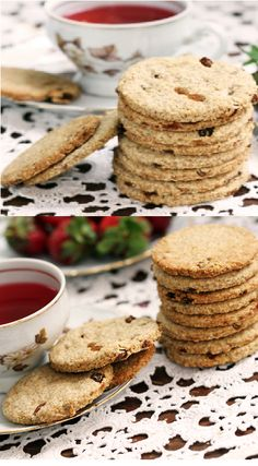 Crispy, sweet digestive biscuits with rolled oats and raisins perfect for morning tea or coffee. Perfect for cheesecake base if made without raisins. Appetizer Recipes, Dessert Recipes, Appetizers, Desserts, Healthy Recepies, Digestive Biscuits, How To Eat Better, Granola Bars, Cookie Monster