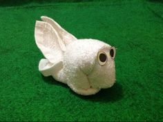 Origami Love, Origami Fish, Oragami, Towel Origami, Bathroom Towel Decor, Towel Animals, How To Fold Towels, Baby Washcloth, Towel Cakes