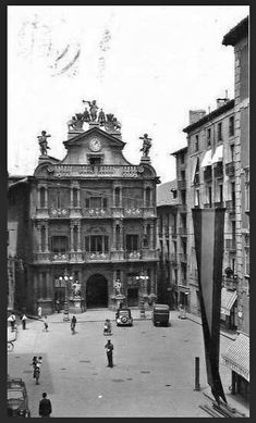 Plaza del Ayuntamiento. Pamplona, Louvre, Street View, Plaza, History, Building, Travel, Town Hall, Antique Photos