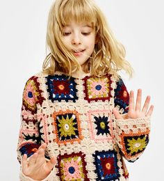 New crochet kids sweater granny squares Ideas Crochet Granny, Crochet Lace, Crochet Stitches, Knitting For Kids, Crochet For Kids, Granny Square Sweater, Knitting Patterns, Crochet Patterns, Crochet Cardigan