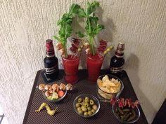 Noche de Clamato, cerveza, camarones, tocino y aceitunas!!!