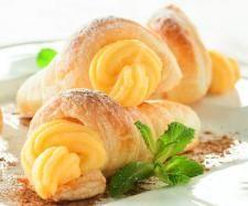 Canutillas de hojaldre con crema de melón