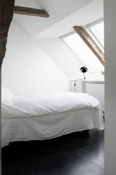 'Minimal Interior Design Inspiration' is a biweekly showcase of some of the most perfectly minimal interior design examples that we've found around the web - Interior Design Examples, Interior Design Inspiration, Modern Interior, Home Bedroom, Bedroom Decor, Urban Bedroom, Bedroom Mirrors, Bedroom Nook, Trendy Bedroom