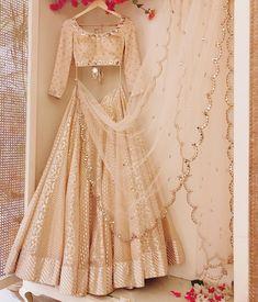 Lehnga dress 627126316847198184 - Lehnga dress 627126316847198184 Source by - Choli Designs, Lehenga Designs, Indian Wedding Outfits, Bridal Outfits, Indian Outfits, Bridal Dresses, Indian Clothes, Indian Lehenga, Red Lehenga
