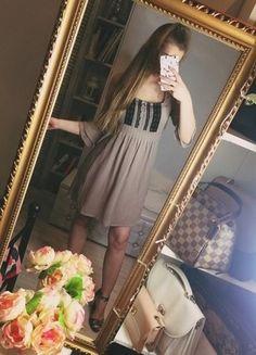 Kup mój przedmiot na #vintedpl http://www.vinted.pl/damska-odziez/inne/16744981-sukienka-zwiewna-bezowa-koronka-czarna-falbanka-falbany-na-rekawie-atmosphere-must-have