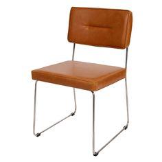 Bent u op zoek naar een hippe, maar toch tijdloze stoel? Dan is deze stoel Rex van Butik misschien wel iets voor aan uw eetkamertafel. Het hippe en fijne buisframe is gecombineerd met een vintage PU leren bekleding wat de stoel een stoere en vintage look geeft. En dacht u dat deze stoel alleen aan uw eetkamertafel paste, dan heeft u het mis. Deze Buisstoel Rex in de kleur cognac of zwart staat ook helemaal hip aan de vergadertafel op uw werk, achter het bureau in huis of als ware eyecatcher…