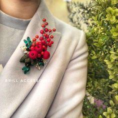 Diy Embroidery Designs, Beaded Embroidery, Fabric Jewelry, Beaded Jewelry, Brooches Handmade, Handmade Jewelry, Crochet Mandala Pattern, Cute Polymer Clay, Beaded Brooch