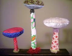 N°2138 : 3 champignons textiles sur socle en bois peint, vieilli : Textiles et tapis par un-radis-m-a-dit