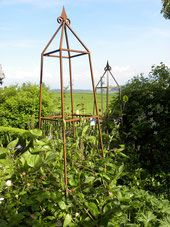Rosenobelisk, Pflanzenstütze, Kletterhilfe, Rankhilfe