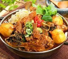Korean Food | Gamjatang | Spicy Pork Stew w/ Potatoes & Vegetables