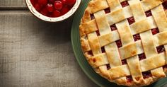 Want the perfect pie crust? Christopher Kimball from America's Test Kitchen says the secret is to substitute half of the recipe's water with vodka, for a dry, flaky crust. Sweet Cherry Recipes, Cherry Desserts, Pie Recipes, Dessert Recipes, Vegan Recipes, American Test Kitchen, Pie Kitchen, Kitchen Recipes, Kitchen Tips