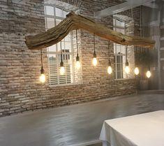 Nieuw: Boomstam Plafondlamp met kooldraadlampen. De boomstam is prachtig oud verweerd. Deze eiken tak is zeker 20 jaar verweerd in het bos. voor meet info? bel 06430 15776. --