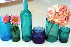 These wine bottle craft tutorials are simple, fun, and easy projects. They're also unique and elegant ideas, great for decor or gifts. Wine Bottle Crafts, Mason Jar Crafts, Mason Jars, Tinting Jars, Diy Craft Projects, Projects To Try, Craft Ideas, Cute Crafts, Diy Crafts