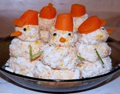 Winter Decoration Ideas and Food for Delicious Picnic on the Snow Carrot Dishes, Christmas Salad Recipes, Food Carving, Food Decoration, Everyday Food, What To Cook, Serving Dishes, Creative Food, Food Art