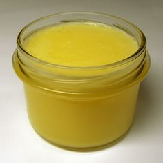 Since the ancient times, cow ghee (clarified butter, made from cow milk) is widely used in Ayurveda. Many early physicians recommended the use of cow ghee for a healthy body. According to Ayurveda it has many medicinal properties and can cure several dise Geklärte Butter, Fried Butter, Clarified Butter, Garlic Butter, Ghee Recipe Indian, Burritos, Marijuana Butter, Side Dishes, Home