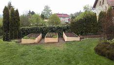 Vyvýšené záhony - foto návod – Z mojí kuchyně Outdoor Furniture, Outdoor Decor, Garden Bridge, Sun Lounger, Outdoor Structures, Gardening, Home Decor, Chicken, Garden