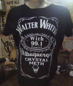 """Walter White  ESTAMPARIA: Personalizamos e estampamos a sua ideia: imagem, frase ou logo preferido. Arte final. Telas sob encomenda. Estampas de/em camisas masculinas e femininas (e outros materiais). Fornecemos as camisas ou estampamos a sua própria. Envie a sua ideia ou escolha uma das """"nossas"""".... Blog: http://knupsilk.blogspot.com.br/ Pagina facebook: https://www.facebook.com/pages/KnupSilk-EstampariaSerigrafia/827832813899935?pnref=lhc https://twitter.com/KnupSilk"""