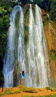 Het blijft een prachtig gezicht om een waterval van zo dichtbij te zien! Op de Dominicaanse Republiek kan dit op verschillende plekken. Hoe mooi is het om in alle luxe op de Dominicaanse Republiek te verblijven en ook nog te genieten van de prachtige natuur 😍 https://ticketspy.nl/deals/super-deluxe-dom-republiek-5-inclusive-genieten-va-e786/