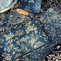 Vintage indigo print fabrics sourced from China by Noel Chapman of Bleu Anglais. Use them to make cushions covers, tablecloths, table runners, lampshades - perfect for your interior design projects. Art Textile, Textile Fabrics, Textile Prints, Textile Design, Fabric Design, Print Fabrics, Mood Indigo, Indigo Dye, Boro