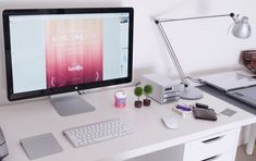 Cinéma Display with Magic Mouse, Wireless Keyboard and Trackpad | Work Space
