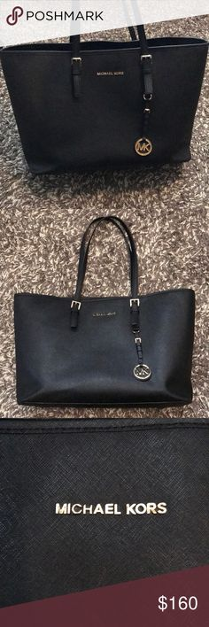 Michael Kors tote Large jet set Michael Kors tote in excellent condition. Used maybe 2 months total on and off. Has padded middle compartment that's fits Mac book pro. Great for work bag or just a nice large purse. Michael Kors Bags