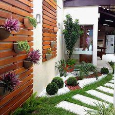Side yard decor and design idea 25 litledress design in 2019 backyard lands Small Gardens, Outdoor Gardens, Vertical Gardens, Indoor Garden, Herb Garden, Backyard Landscaping, Landscaping Ideas, Patio Ideas, Modern Landscaping