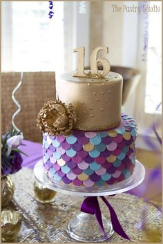 Golden Sweet Sixteen Birthday Cake! By: The Pastry Studio www.thepastrystudio.com
